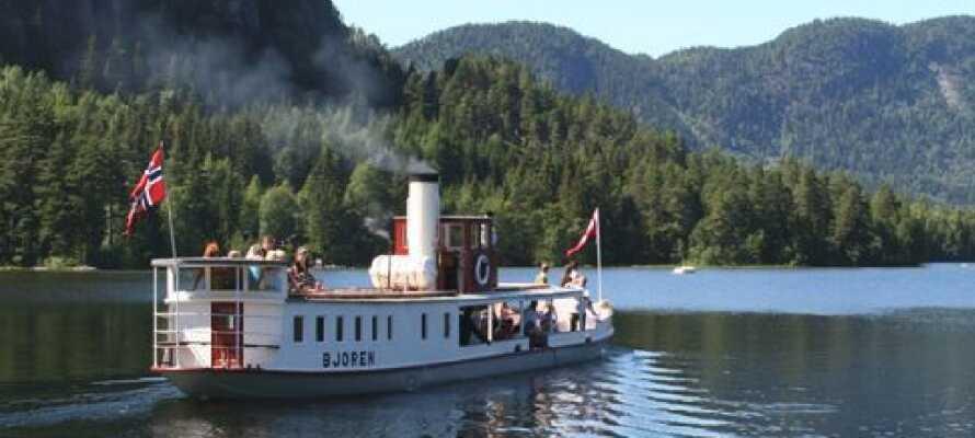 Tag en tur på Byglandsfjorden med D/S Bjoren, som er bygget i 1866 hos et lille skibsværft i området.