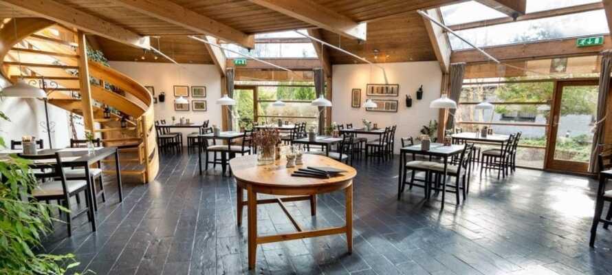 I hotellets Restaurant Bregnen kan I spise middag baseret på årstidens råvarer.