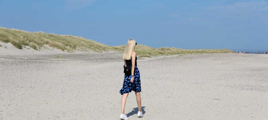 Besuchen Sie Dänemarks nördlichsten Punkt, Grenen, und stehen mit einem Bein im Skagerrak und dem anderen im Kattegat.