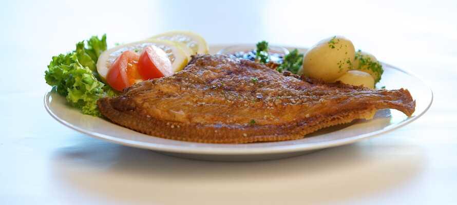 Middagen serveras på Skagens kända restaurang, Bodilles Kro, med samma ägare som hotellet.