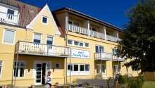 Det hyggelige Hotel Strandly Skagen ligger tæt på havnen i Skagen