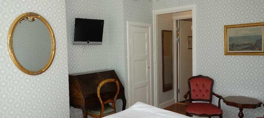 Kroen råder over 25 dobbeltværelser, som alle er individuelt indrettet i traditionel stil.