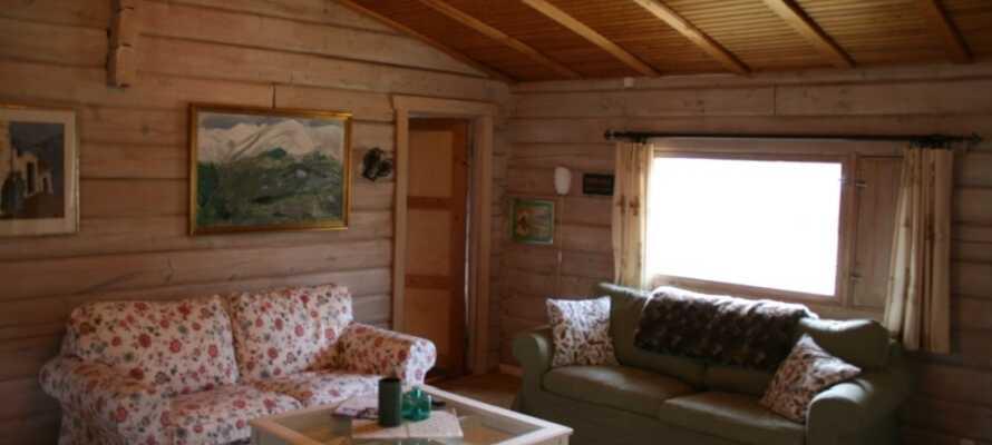 Stedet tilbyr innkvartering på både dobbeltrom og hyggelige trehytter.