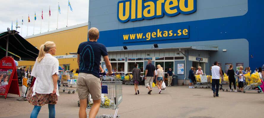 Besøk det store gule varehuset, som etter starten i 1963 nå er et av Sveriges mest populære turistmål.