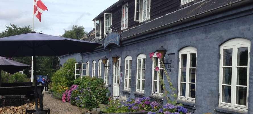 Tag på et afslappende weekendophold på Nørre Vissum Kro, som er kendt for sin skønne beliggenhed.