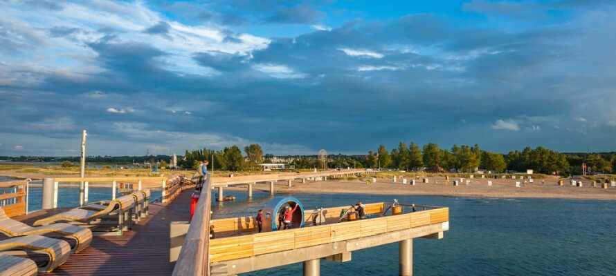 Tag på udflugt til Heiligenhafen, hvor I finder den flotte strandpromenade og en lille hyggelig marina.