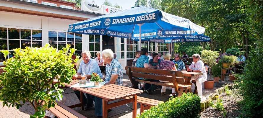 Hotel Restaurant Schützenhof ønsker dere velkommen til hyggelige omgivelser, hvor dere kan nyte en forfriskning utendørs, hvis været tillater det.
