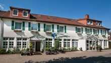 Hotel Restaurant Schützenhof ligger skønt ved havnen på øen Femern