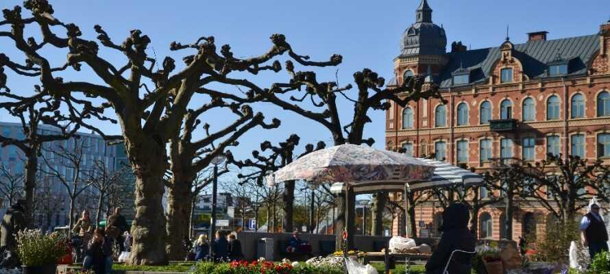 Der findes masser af små butikker i Lund, men også store internationale kæder og små hyggelige restauranter og caféer.