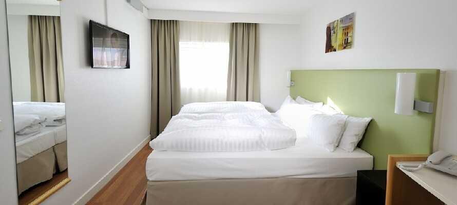 Nyt en god natts søvn på et av hotellets lyse rom. Hotellet er et perfekt utgangspunkt om du ønsker å oppleve Lund.