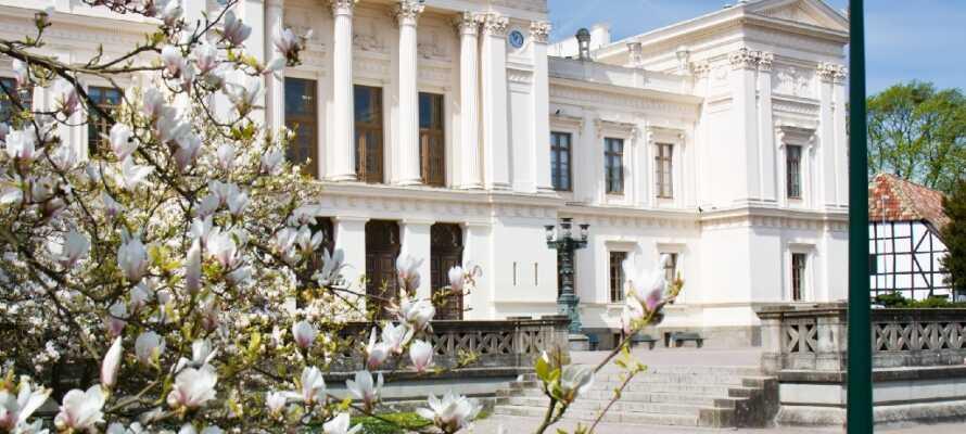 Lund er kjent for sine magnolia blomster. Se de spire og blomstre i våren.