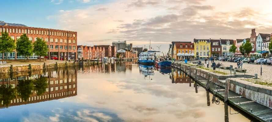 Hotellet ligger centralt i den trevliga hamnstaden Husum i Nordfriesland.
