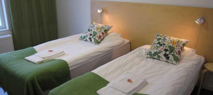Et eksempel på et af hotellets enkelt indrettede dobbeltværelser