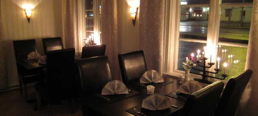 Hotellets restaurang, Valbo Värdshus, som ligger i handelsbyggnaden, dukar upp för både lunch och middag