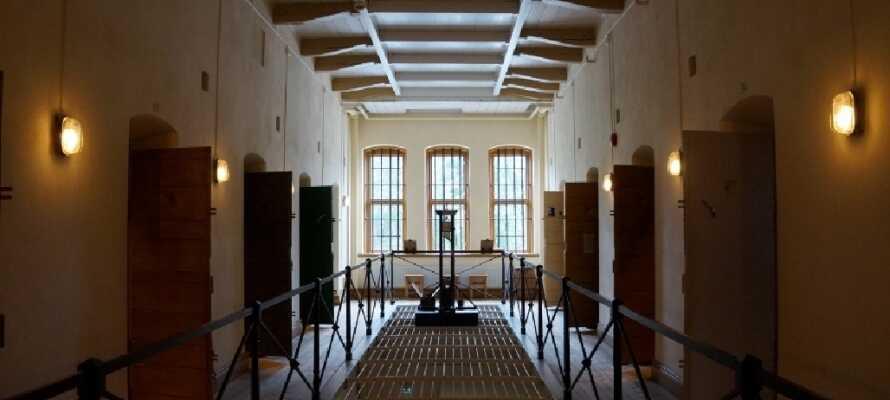 Res tillbaka i tiden och upplev slottshäktet från 1732 med underjordiska fängelsehålor från 1500-talet.