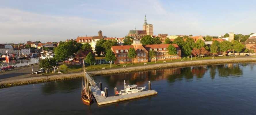 Hotel Hafenresidenz Stralsund har en vakker beliggenhet ved strandpromenaden og et steinkast unna fra selveste Stralsund.
