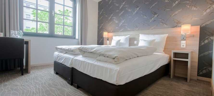 Die Zimmer sind modern und hell eingerichtet mit TV und Internet und natürlich eigenem Bad.