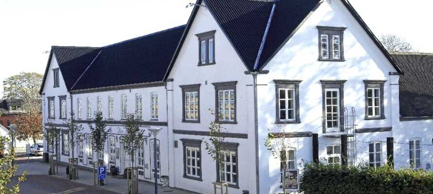 Det 3 stjernede Aars Hotel er et hyggeligt byhotel fra 1897, beliggende midt i Aars by midt på strøget.