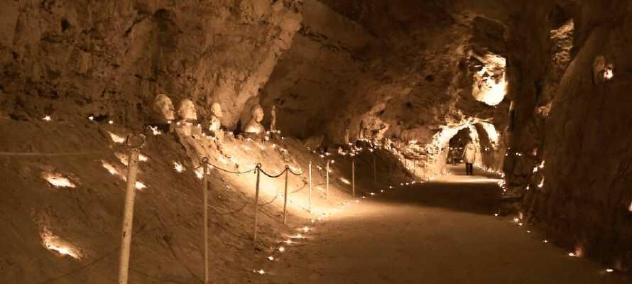 Gå ikke glipp av den småkjølige, men veldig fascinerende opplevelsen i Thingbæk Kalkminer.