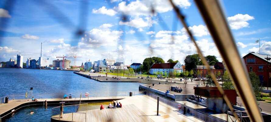 Den vakre byen Aalborg ligger ca. 45 km fra Aars, og kan være en hyggelig utflukt.
