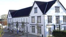 Hotellet ligger sentralt i Aars