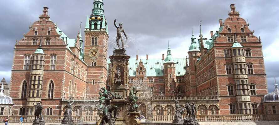 Tag en tur till Hillerød där ni kan uppleva det iögonenfallande Frederiksborg Slott.