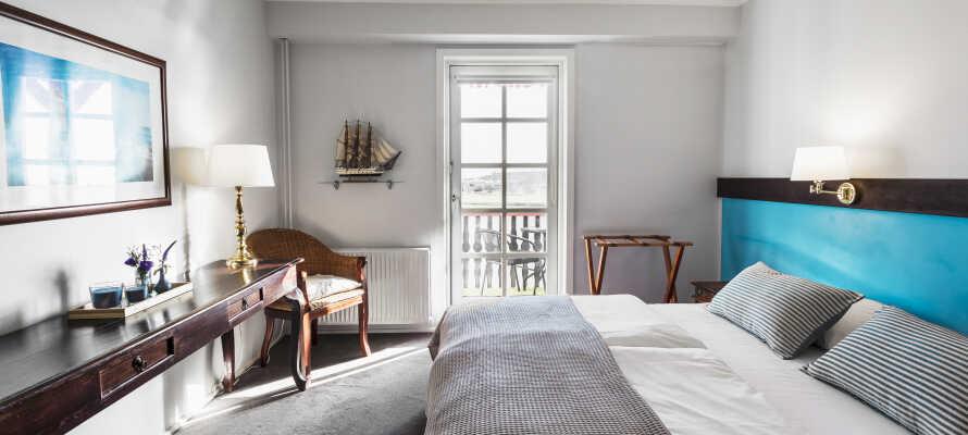 Der er mulighed for at nyde opholdet i et dobbeltværelse med balkon og en skøn havudsigt.