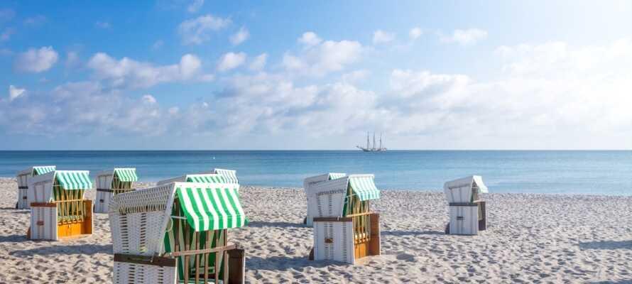 Bare 20 minutter fra hotellet finnes det hvite sandstrender ved Østersjøen.