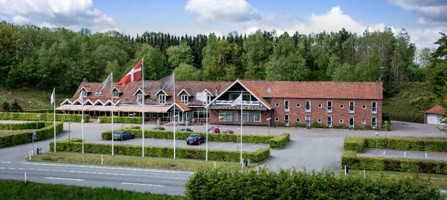Nilles Kro ligger ca. 16 km fra centrum af Aarhus i et skønt område, hvor naturen og freden råder