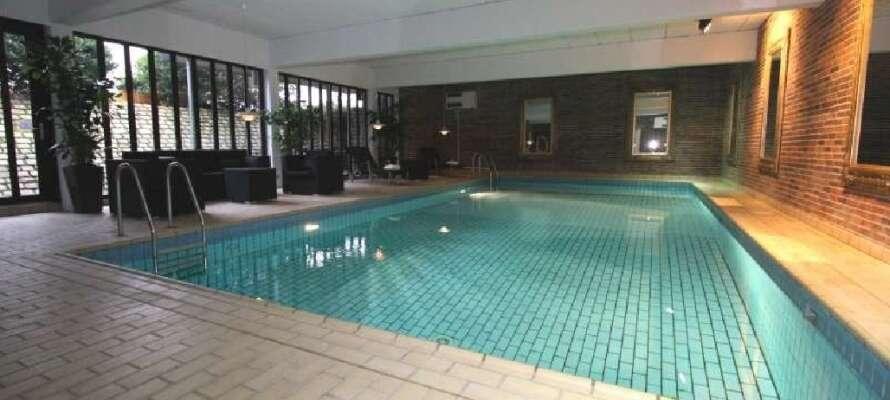 Tag en skøn kølig dukkert i kroens flotte indendørs swimmingpool