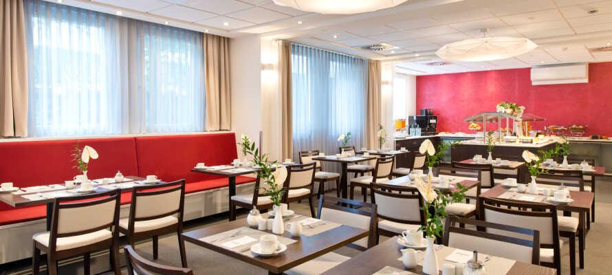 Das ACHAT Hotel Dresden Elbufer ist ein mittelgroßes Hotel mit 122 Zimmern, einer Bar und einem Restaurant mit Terrasse.