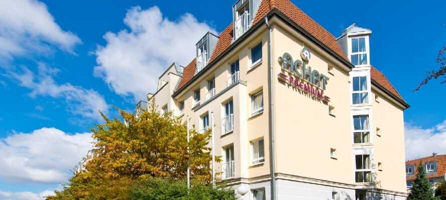 Hotellet ligger placeret i Laubegast distriktet, hvorfra det tager ca. 20 minutter at køre ind til Dresdens historiske centrum.