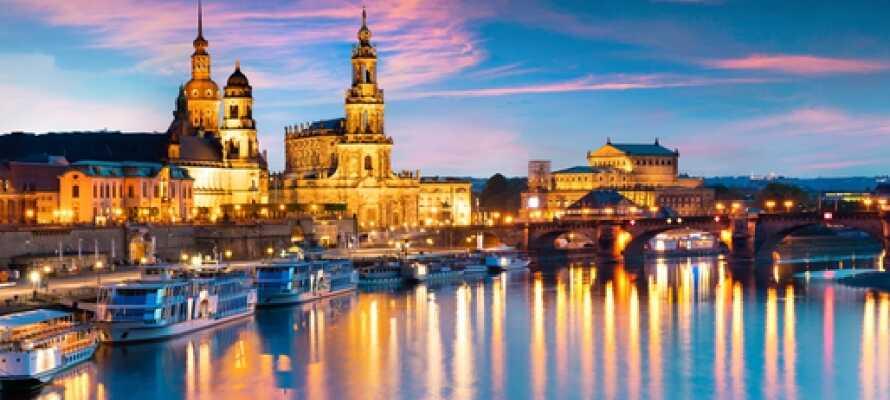 Vom Hotel aus sind es nur 10 Minuten bis ans Ufer der Elbe. Hier kann man eine Schiffsrundfahrt buchen.