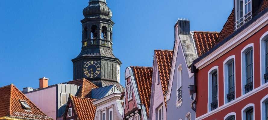 Nyd et ophold i Nordtysklands charmerende hansestad, Stade, som byder på stemningsfulde omgivelser.