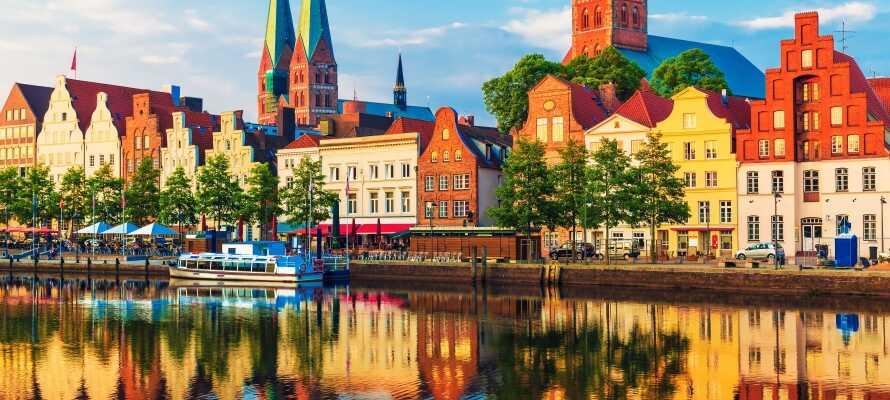 Dra på dagsturer til Lübeck, den vakre hansabyen er oppført på UNESCOs verdensarvliste.