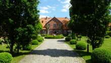 Ringhotel Friederikenhof är inrett i en vacker herrgård, beläget i idylliska omgivningar.