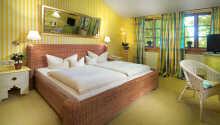 Hotellrummen är bekvämt och lantligt inredda.