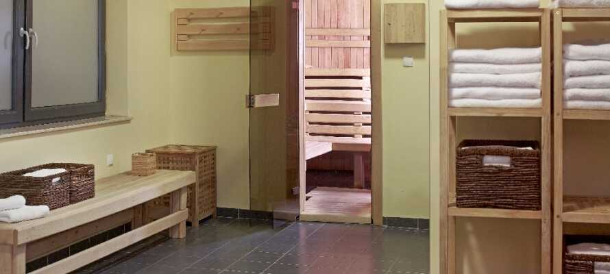 Med bastu och gym kan du få upp pulsen eller slappna av i bastun efter en lång med upplevelserik dag.