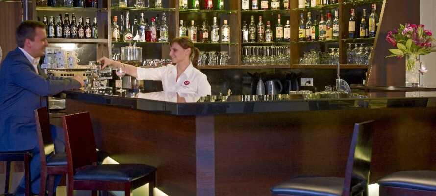 Focus Hotel Gdansk har också sin egen bar där gästerna kan njuta av en drink efter en upplevelserik dag.