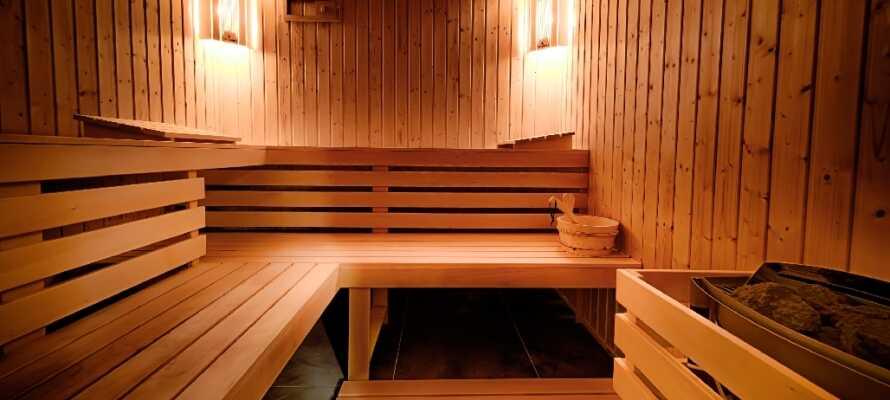 Nyt en avslappende stund i hotellets sauna og hvil ømme muskler etter en lang gåtur rundt i Gdansk