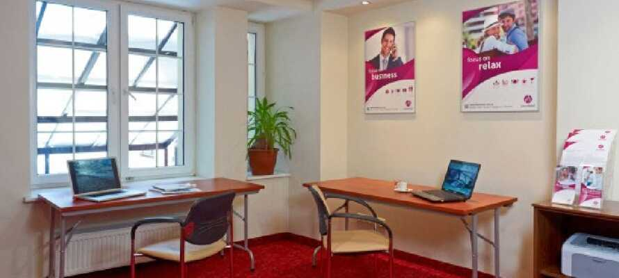 Hotellet har også et lille hjørne med printer og internet adgang samt arbejdsplads