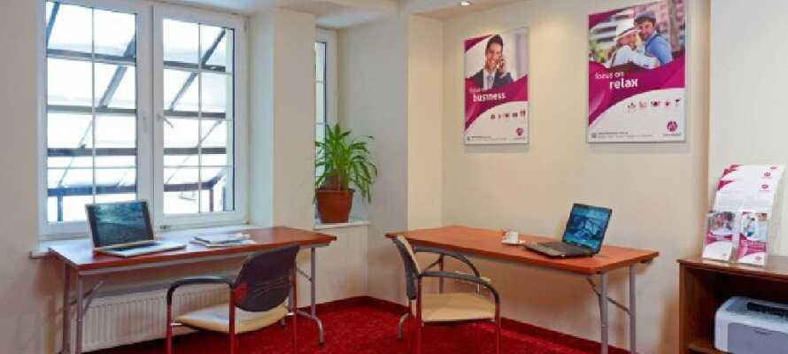 Hotellet har också en arbetshörna med tillgång till printer och internet att tillgå under er vistelse.