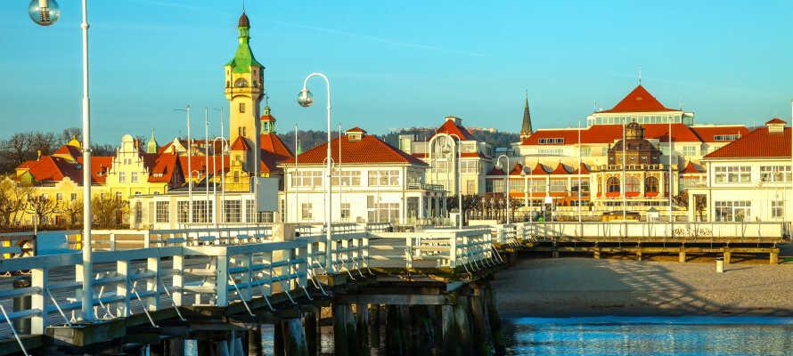 Die lange hölzerne Seebrücke in Sopot ist die längste ihrer Art in Europa. Genießen Sie die schöne Atmosphäre im Hafen.