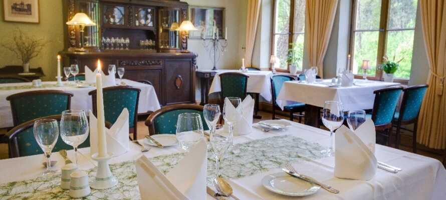 """Hotellets egen restaurant """"Kaiserhof"""" byder på masser udsøgt mad i en varm og hyggelig atmosfære."""