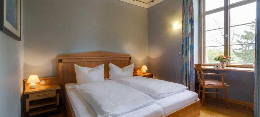 I vil hurtigt finde Jer godt tilpas på hotellets flotte og komfortable værelser. Et standard dobbeltværelse i Kavalierhaus.
