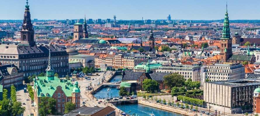 Cirka 10 kilometer fra hotellet finder I København, som har alt hvad en storby kan byde på.