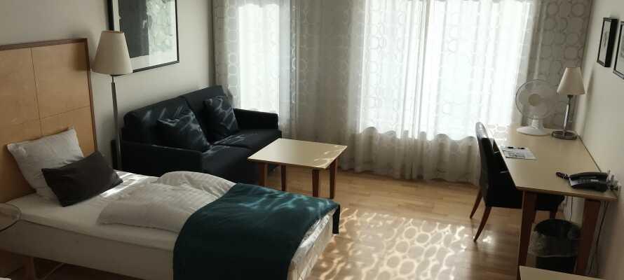 Stilfullt inredda rum där ni kan få rn god natts sömn efter en upplevelserik dag.