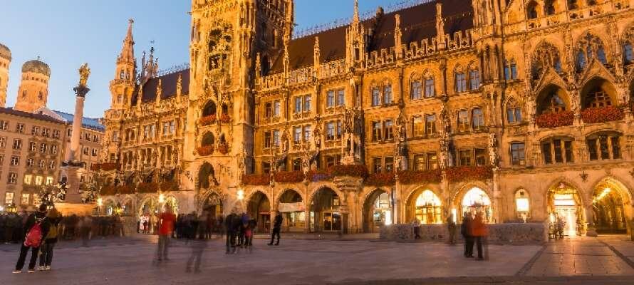 Med lokal transport tar ni er snabbt och enkelt från hotellet in till centrum och Marienplatz.