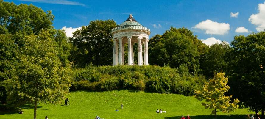 I norra München finner ni stadens lugna oas, Englischer Garten, där ni kan koppla av.