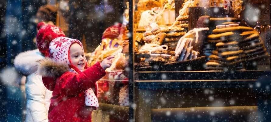 Passa på att uppleva den berömda julmarknaden Christkindlmarkt i december eller Oktoberfest i september och oktober.
